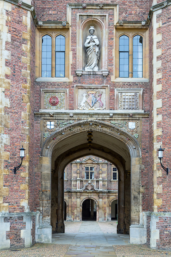 UK, England, Cambridge.  Countess of Shrewsbury Statue above Entrance to Inner Courtyard, St. John's College.