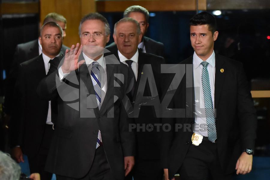 BRASÍLIA, DF, 07.12.2016 – RENAN-SENADO – O presidente Do Senado, Renan Calheiros, saindo de seu gabinete no Senado após votação no STF, na noite desta quarta-feira, 07. (Foto: Ricardo Botelho/Brazil Photo Press)