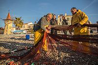 Europe/France/Provence-Alpes-Côte d'Azur/Alpes-Maritimes/Cagnes-sur-Mer: Péche à la senne de la Poutine devant la Chapelle Saint-Pierre-des-Pêcheurs, xixesiècle //  Europe, France, Provence-Alpes-Côte d'Azur, Alpes-Maritimes, Cagnes sur Mer: Poutine, Gianchetti Seine fishing, in the background Chapel Saint-Pierre-des-Pêcheurs,