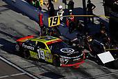 NASCAR XFINITY Series<br /> Ticket Galaxy 200<br /> Phoenix Raceway, Avondale, AZ USA<br /> Saturday 11 November 2017<br /> Matt Tifft, Surface Sunscreen @ Fanatics Toyota Camry, pit stop<br /> World Copyright: Michael L. Levitt<br /> LAT Images