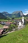 Austria, Vorarlberg, Schoppernau: village view with parish church, Kanisfluh mountain at background | Oesterreich, Vorarlberg, Schoppernau: Ortsuebersicht mit Pfarrkirche und Blick auf die Kanisfluh