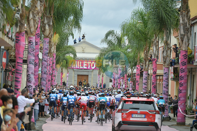 The start of Stage 5 of the 103rd edition of the Giro d'Italia 2020 running 225km from Mileto to Camigliatello Silano, Sicily, Italy. 7th October 2020.  <br /> Picture: LaPresse/Gian Mattia D'Alberto | Cyclefile<br /> <br /> All photos usage must carry mandatory copyright credit (© Cyclefile | LaPresse/Gian Mattia D'Alberto)