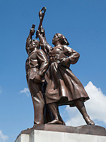 Denkmal beim Juche-Turm in Pyonyang, Pyongyang, Nordkorea, Asien<br /> Monument at Juche tower, Pyongyang, North Korea, Asia
