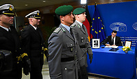 European Ceremony of Honour for Dr. Helmut KOHL - Soldiers paying tribute to Helmut KOHL, and signature of Aaron Parliamentary Secretary FARRUGIA, Maltese Parliamentary Secretary for for EU Funds and Social Dialogue # CEREMONIE D'HOMMAGE A HELMUT KOHL AU PARLEMENT EUROPEEN