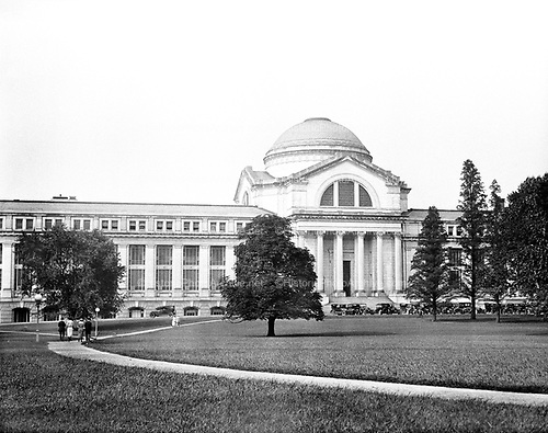 0613-B003. Smithsonian Natural History Museum, NW 10th & Constitution Ave. Washington, DC 1922