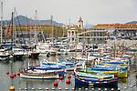 Frankreich, Provence-Alpes-Côte d'Azur, Nizza: Hafen Bassin de la Tour Rouge mit der Kirche Notre-Dame du Port | France, Provence-Alpes-Côte d'Azur, Nice: harbour Bassin de la Tour Rouge and church Notre-Dame du Port