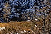 Europe/France/Auvergne/15/Cantal/Parc Régional des Volcans/Massif du Puy Mary (1787 mètres): Buron dans la vallée de Mandailles