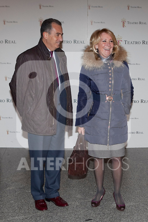 Madrid former President Esperanza Aguirre (R) attends the `Tristan und Isolda´ theater representation at Royal Theater in Madrid, Spain. January 27, 2014. (ALTERPHOTOS/Victor Blanco)