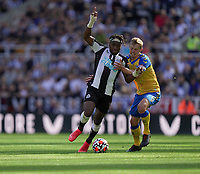 28th August 2021; St James Park, Newcastle upon Tyne, England; EPL Premier League football, Newcastle United versus Southampton; James Ward-Prowse of Southampton tries to hold onto the run from Allan Saint-Maximin of Newcastle United