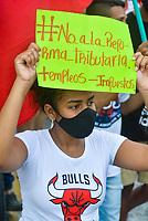 SANTA MARTA - COLOMBIA, 28-04-2021: Cientos de manifestantes recorrieron las calles de la ciudad de Santa Marta durante la jornada del Paro nacional en Colombia hoy, 28 abril de 2021, para protestar por la reforma tributaria que adelanta el gobierno de Ivan Duque además de la precaria situación social y económica que vive Colombia. El paro fue convocado por sindicatos, organizaciones sociales, estudiantes y la oposición. / Hundreds of protesters marched the streets of the city of Santa Marta during the day of the national strike in Colombia today, April 28, 2021, to protest the tax reform carried out by the government of Ivan Duque in addition to the precarious social and economic situation that Colombia is experiencing. The strike was called by unions, social organizations, students and the opposition in Colombia. Photo: VizzorImage / Gustavo Pacheco / Cont
