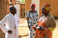 NIGER, Niamey, katholische Kirche, Bischof von Maradi Monseigneur Ambroise Ouédraogo und Fatouma Marie-Therése Djibo