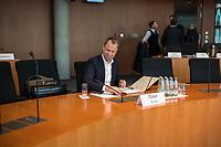 """31. Sitzung des """"1. Untersuchungsausschuss"""" der 19. Legislaturperiode des Deutschen Bundestag am Donnerstag den 29. Oktober 2018 zur Aufklaerung des Terroranschlag durch den islamistischen Terroristen Anis Amri auf den Weihnachtsmarkt am Berliner Breitscheidplatz im Dezember 2016.<br /> Im Bild: Fuer die oeffentliche Zeugenvernehmung war der ehemalige Berliner Senator fuer Gesundheit und Soziales, Mario Czaja (CDU), geladen. In seine Verantwortung fiel das Landesamt fuer Gesundheit und Soziales, LaGeSo. Das LaGeSo war fuer die Registrierung der in Berlin ankommenden gefluechteten Menschen zustaendig. Im Sommer 2015 geriet das LaGeSo in die Kritik, da es den Zustrom von der Gefluechteten nicht mehr in den Griff bekam und chaotische Zustaende vor und in der Behoerde herrschten.<br /> 29.11.2018, Berlin<br /> Copyright: Christian-Ditsch.de<br /> [Inhaltsveraendernde Manipulation des Fotos nur nach ausdruecklicher Genehmigung des Fotografen. Vereinbarungen ueber Abtretung von Persoenlichkeitsrechten/Model Release der abgebildeten Person/Personen liegen nicht vor. NO MODEL RELEASE! Nur fuer Redaktionelle Zwecke. Don't publish without copyright Christian-Ditsch.de, Veroeffentlichung nur mit Fotografennennung, sowie gegen Honorar, MwSt. und Beleg. Konto: I N G - D i B a, IBAN DE58500105175400192269, BIC INGDDEFFXXX, Kontakt: post@christian-ditsch.de<br /> Bei der Bearbeitung der Dateiinformationen darf die Urheberkennzeichnung in den EXIF- und  IPTC-Daten nicht entfernt werden, diese sind in digitalen Medien nach §95c UrhG rechtlich geschuetzt. Der Urhebervermerk wird gemaess §13 UrhG verlangt.]"""