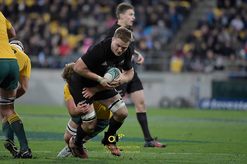 All Blacks' Sam Cane in action during the All Blacks v Wallabies. The Rugby Championship & Bledisloe Cup at Westpac Stadium, Wellington, New Zealand on Saturday 27 August 2016.<br /> Photo by Masanori Udagawa. <br /> www.photowellington.photoshelter.com.