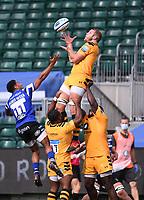 31st August 2020; Recreation Ground, Bath, Somerset, England; English Premiership Rugby, Joe Launchbury of Wasps catches the restart under pressure from Gabriel Hamer-Webb of Bath