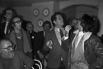 SERGIO LEONE CON ROBERTO BENIGNI, RENATO POZZETTO, LEOPOLDO MASTELLONI E RENZO ARBORE FIRENZE 1980