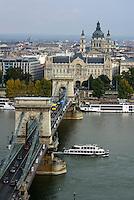 Blick von Buda auf Pester Donauufer mit Kettenbrücke, Palais Gresham und St.Stephan, Budapest, Ungarn, UNESCO-Weltkulturerbe