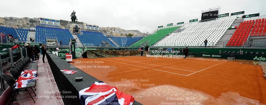 NAPOLI 4 APR - La pioggia ferma la prima giornata della sfida di Coppa Davis tra Italia e Gran Bretagna