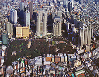 aerial photograph of Shinjuku Central Park and adjacent high rise towers including the Tokyo Metrolitan Government Building and the Shinjuku Sumitomo Building, Tokyo, Japan | 新宿中央公園の航空写真