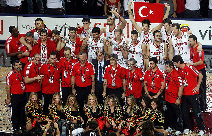 Turkey team, 2nd place in the Basketball World championship in Istanbul, Turkey on Sunday, Sep. 12, 2010. (Novak Djurovic/Starsportphoto.com) .