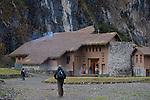 day one.lodge of Soraypampa at 12 500 ft above sea level. .Jour 1.lodge de Soray pampa percheeà  3800 m d'altitude.