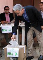 BOGOTA -COLOMBIA. 25-05-2014. Alvaro Uribe. Elecciones para presidente de la Republica de Colombia periodos 2014-2018.   /   Elections for President of the Republic of Colombia from 2014 to 2018 periods.. Photo: VizzorImage/ Felipe Caicedo