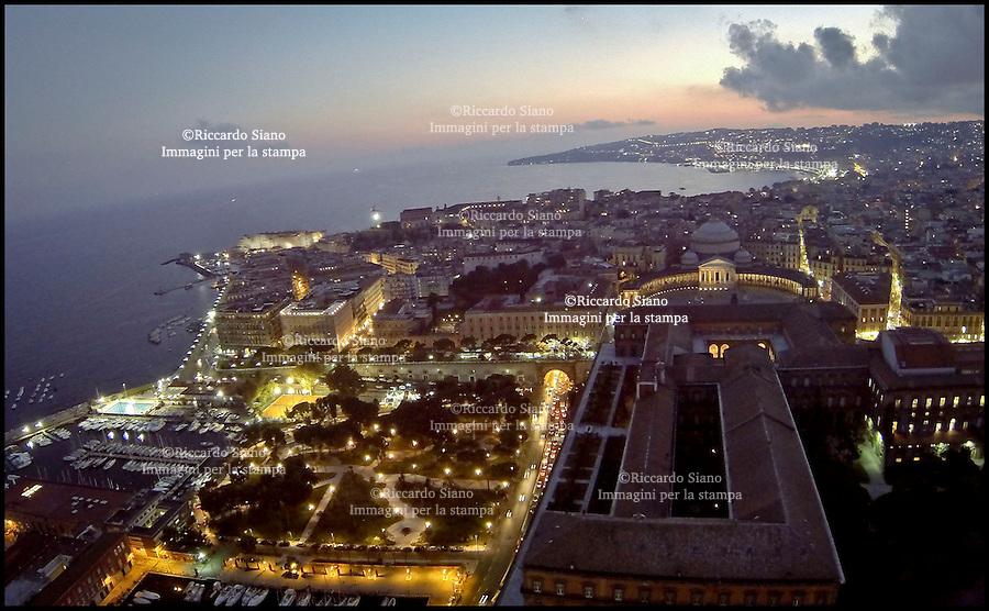 - NAPOLI 2 SET  2013 -  panoramica palazzo reale via acton posillipo notte