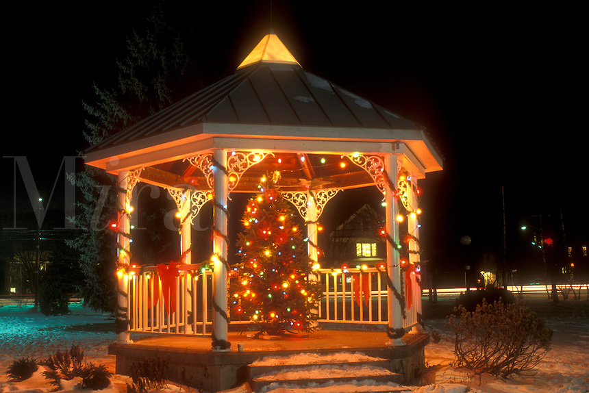 AJ5916, gazebo, holiday, Christmas tree, outdoor, decorations, snow, winter, The gazebo on the Green is decorated with a Christmas tree and colorful lights at night in Waterbury in Washington County in the state of Vermont.
