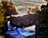 Natural bridge. Boardman State Park, Oregon.