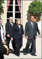 LA CHANCELLIERE ALLEMANDE, ANGELA MERKEL, EN VISITE A PARIS, ET REÁUE, PAR LE PRESIDENT, JACQUES CHIRAC, A L'ELYSEE. #