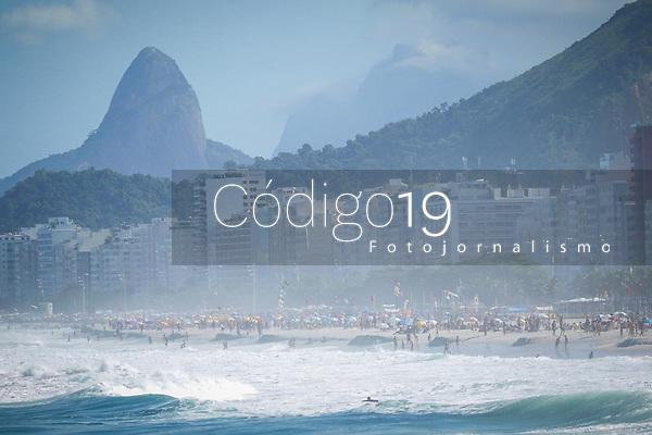 RIO DE JANEIRO, RJ, 19.05.2019: CLIMA-RIO - Movimentação de banhistas na praia do Leme, zona sul do Rio de Janeiro, neste domingo (19). (Foto Ellan Lustosa/Código19)