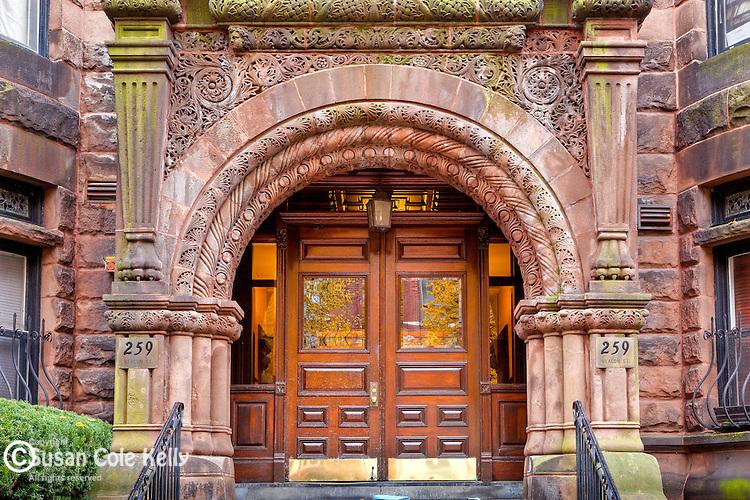 Autumn color on Beacon Street in the exclusive Back Bay neighborhood, Boston, MA, USA