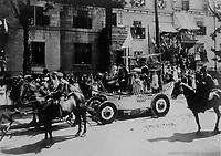 Debarquement Jacques Cartier a Gaspe <br /> lors du defile de la Saint-Jean-Baptiste, le 24 juin 1909 <br /> <br /> PHOTO :  Stroud Photographic Supply Co
