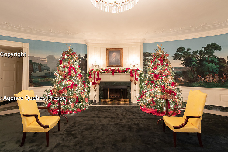 The Diplomatic Reception Room of the White House is decorated for the holiday season Monday, Nov. 26, 2018. (Official White House Photo by Andrea Hanks)