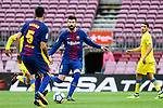 Gerard Pique Bernabeu of FC Barcelona (C) in action during the La Liga 2017-18 match between FC Barcelona and Las Palmas at Camp Nou on 01 October 2017 in Barcelona, Spain. (Photo by Vicens Gimenez / Power Sport Images