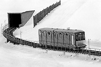 - Svizzera, stazione sciistica di Klosters, treno funicolare Dorf - Weissfluhjoch (Gennaio 1986)<br /> <br /> - Switzerland, Klosters ski resort, cable train Dorf - Weissfluhjoch (January 1986)