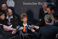 2. NSU-Untersuchungsausschuss dees Deutschen Bundestag.<br /> Aufgrund vieler Ungeklaertheiten und Fragen sowie vielen neuen Erkenntnissen ueber moegliche Verstrickungen verschiedener Geheimdienste in das Terror-Netzwerk Nationalsozialistischen Untergrund (NSU) wurde von den Abgeordneten des Bundestgas ein zweiter Untersuchungsausschuss eingesetzt.<br /> Am Donnerstag den 17. Dezember fand die 1. oeffentliche Sitzung des 2. NSU-Untersuchungsausschuss des Deutschen Bundestag statt.<br /> Im Bild: Petra Pau, Obfrau der Linkspartei im Ausschuss, bei ihrem Pressestatement.<br /> 17.12.2015, Berlin<br /> Copyright: Christian-Ditsch.de<br /> [Inhaltsveraendernde Manipulation des Fotos nur nach ausdruecklicher Genehmigung des Fotografen. Vereinbarungen ueber Abtretung von Persoenlichkeitsrechten/Model Release der abgebildeten Person/Personen liegen nicht vor. NO MODEL RELEASE! Nur fuer Redaktionelle Zwecke. Don't publish without copyright Christian-Ditsch.de, Veroeffentlichung nur mit Fotografennennung, sowie gegen Honorar, MwSt. und Beleg. Konto: I N G - D i B a, IBAN DE58500105175400192269, BIC INGDDEFFXXX, Kontakt: post@christian-ditsch.de<br /> Bei der Bearbeitung der Dateiinformationen darf die Urheberkennzeichnung in den EXIF- und  IPTC-Daten nicht entfernt werden, diese sind in digitalen Medien nach §95c UrhG rechtlich geschuetzt. Der Urhebervermerk wird gemaess §13 UrhG verlangt.]