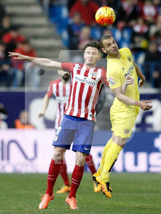 Atletico de Madrid's Saul Niguez (l) and Villareal's Roberto Soldado during La Liga match. February 21,2016. (ALTERPHOTOS/Acero)