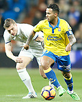 Real Madrid's Toni Kroos (l) and UD Las Palmas' Jonathan Viera during La Liga match. March 1,2017. (ALTERPHOTOS/Acero)