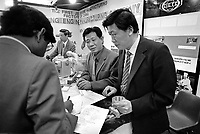 "- Milano, Fiera Campionaria 1988, la ""Grande Fiera di Aprile""; padiglione del commercio estero, stand aziende cinesi<br />