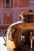 Asie/Inde/Rajasthan/Jaipur: Palais de la Lune - Détail jarre en argent 355kg contenant l'eau du Gange que buvait le Maharadjah