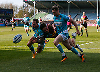 17th April 2021; Twickenham Stoop, London, England; English Premiership Rugby, Harlequins versus Worcester Warriors; Cadan Murley of Harlequins desperately trying to get to the ball first in front of Hougaard of Worcester warriors
