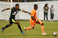 ENVIGADO -COLOMBIA-24-07-2015. Yony Gonzalez (Der) de Envigado FC disputa el balón con Amaury Torralvo (Izq) de La Equidad durante partido por la fecha 3 de la Liga Águila II 2015 realizado en el Polideportivo Sur de la ciudad de Envigado./ Yony Gonzalez (R) of Envigado FC fights for the ball with Amaury Torralvo (L) of La Equidad during match for the third date of the Aguila League II 2015 at Polideportivo Sur in Envigado city.  Photo: VizzorImage/León Monsalve/STR