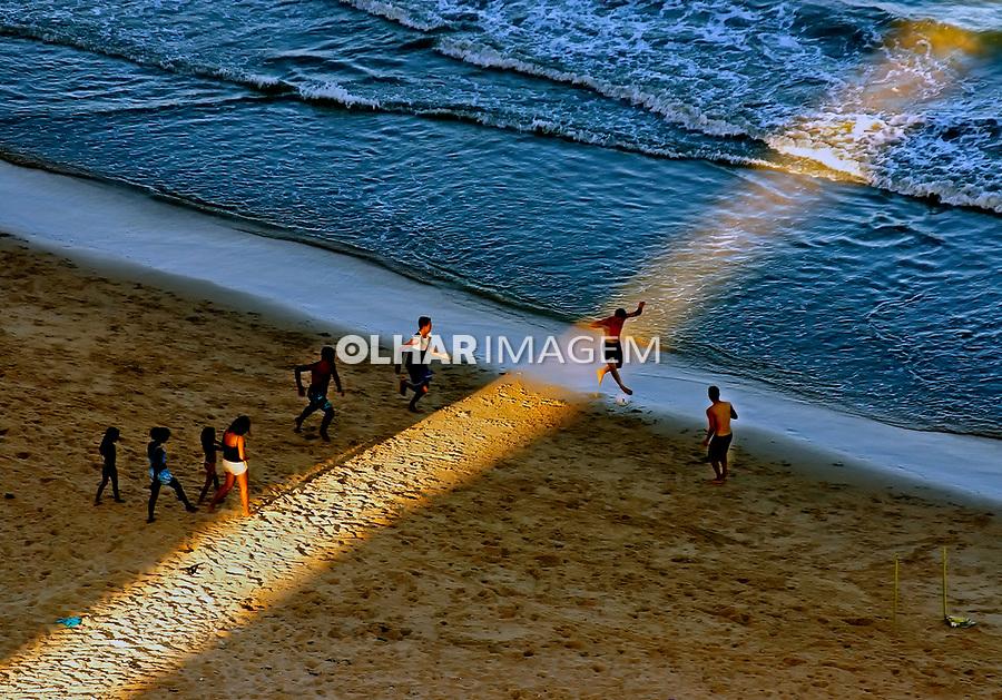 Aerea da cidade de Recife. Jogo de futebol na praia de boa viagem, Pernambuco. 2011. Foto de Sergio Amaral.