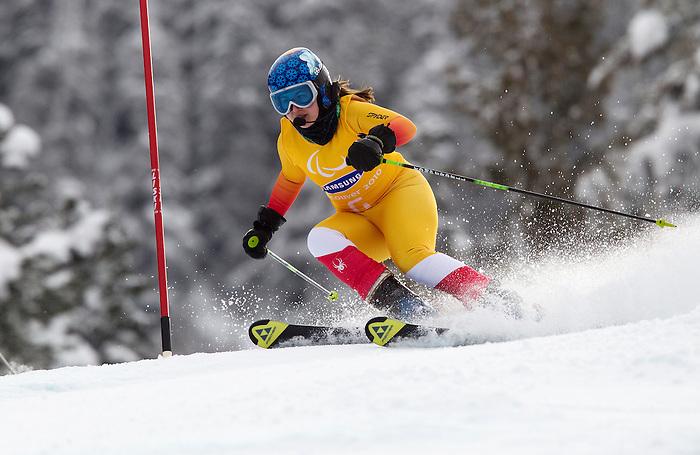 Lindsey Debou, Vancouver 2010 - Para Alpine Skiing // Ski para-alpin.<br /> Lindsey Debou competes in Para Alpine Skiing // Lindsey Debou participe en ski para-alpin. 14/03/2010.