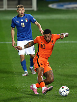Football: Uefa Nations League Group A match Italy vs Netherlands at Gewiss stadium in Bergamo, on October 14, 2020.<br /> Netherlands' Memphis Depay (in front of) in action during the Uefa Nations League match between Italy and Netherlands at Gewiss stadium in Bergamo, on October 14, 2020. <br /> UPDATE IMAGES PRESS/Isabella Bonotto