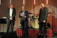 EAGLES GOLF CHARITY ABENDGALA IM PENTA HOTEL LEIPZIG mit zahlreichen Promis - im Bild: Roter Teppich - die Prominenten schweben ein - Eröffnung - Frank Fleschenberg mit José Carreras und Axel BUlthaupt . Foto: Norman Rembarz..Norman Rembarz , Autorennummer 41043728 , Holbeinstr. 14, 04229 Leipzig, Tel.: 01794887569, Hypovereinsbank: BLZ: 86020086, KN: 357889472, St.Nr.: 231/261/06432 - Jegliche kommerzielle Nutzung ist honorar- und mehrwertsteuerpflichtig! Persönlichkeitsrechte sind zu wahren. Es wird keine Haftung übernommen bei Verletzung von Rechten Dritter. Autoren-Nennung gem. §13 UrhGes. wird verlangt. Weitergabe an Dritte nur nach  vorheriger Absprache..