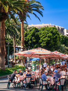 Spanien, Teneriffa, Puerto de la Cruz: Cafe am Plaza del Charco   Spain, Canary Islands, Tenerife, Puerto de la Cruz: Cafe at Plaza del Charco