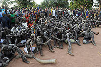 Afrika SUED-SUDAN  Bahr el Ghazal region , Lakes State, Dorf Mapourdit , Dinka feiern ein Erntedankfest mit traditionellen Taenzen und Ringkaempfen | .Africa SOUTH SUDAN  Bahr al Ghazal region , Lakes State, village Mapourdit, Dinka celebrate harvest festival with dances and wrestling