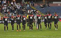 TULUÁ -COLOMBIA-1-JUNIO-2016. Preocupación de los Jugadores de  Santa Fe al perder  contra Cortuluá   durante partido por los cuartos de final-cuartos ida de la  Liga Águila I 2016 jugado en el estadio 12 de Octubre de Tuluá./<br /> Santa Fe players concerned by losing against Cortuluá   during the match for the date match quarterfinal round end-quarters of Liga Aguila  2016 I Liga played at the 12 de Octubre  stadium in Tulua . Photo: VizzorImage / Felipe Caicedo / Staff