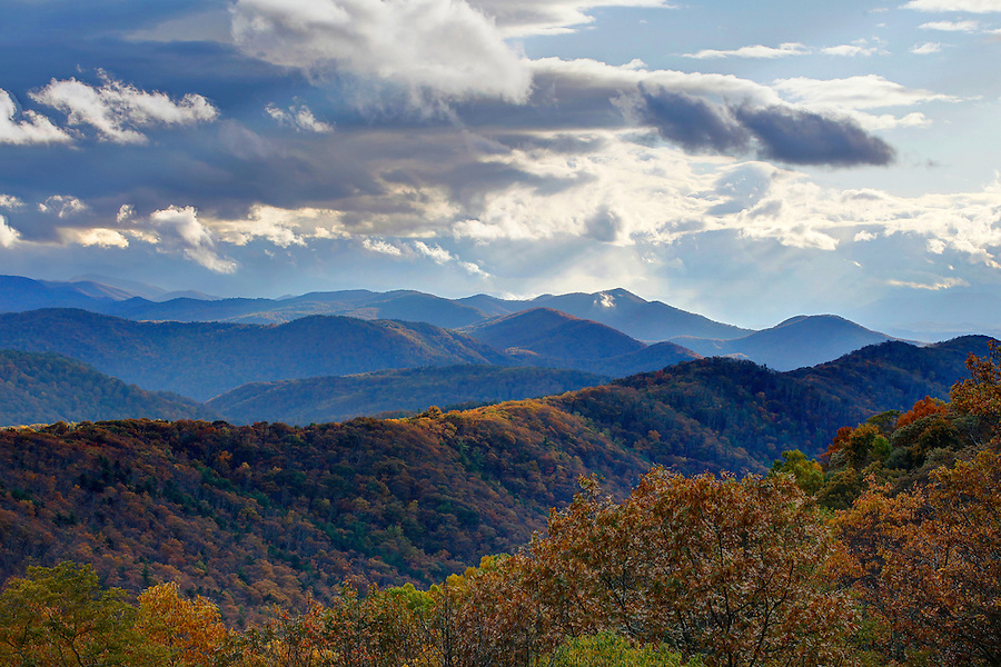 Sun light beams through the mountain range of the Blue Ridge Mountains at sunset in Nelson County, Va. Photo/Andrew Shurtleff